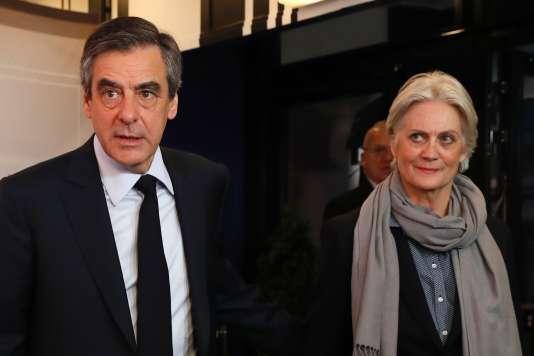 François et Penelope Fillon, le 20mars, lors de leur arrivée pour le débat sur TF1.