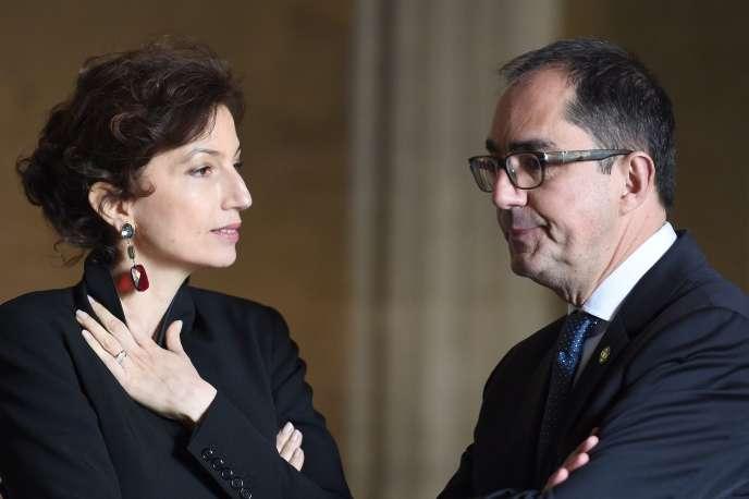 La ministre de la culture Audrey Azoulay et le président du Louvre Jean-Luc Martinez lors d'une conférence au Louvre à Paris, le 20 mars 2017.