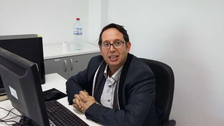 Sami Braham, dans son bureau du Centre d'études et de recherches économiques et sociales, à Tunis, le 14 mars.