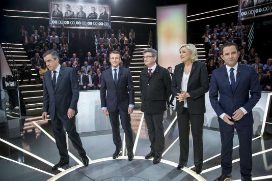 François Fillon, Emmanuel Macron, Jean-Luc Mélenchon, Marine Le Pen et Benoît Hamon, avant le débat télévisé organisé par TF1 et LCI, lundi 20 mars.
