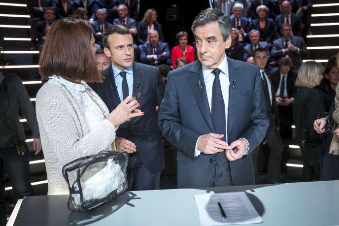 Emmanuel Macron et François Fillon participent à un débat télévisé sur le plateau de TF1, le 20 mars.