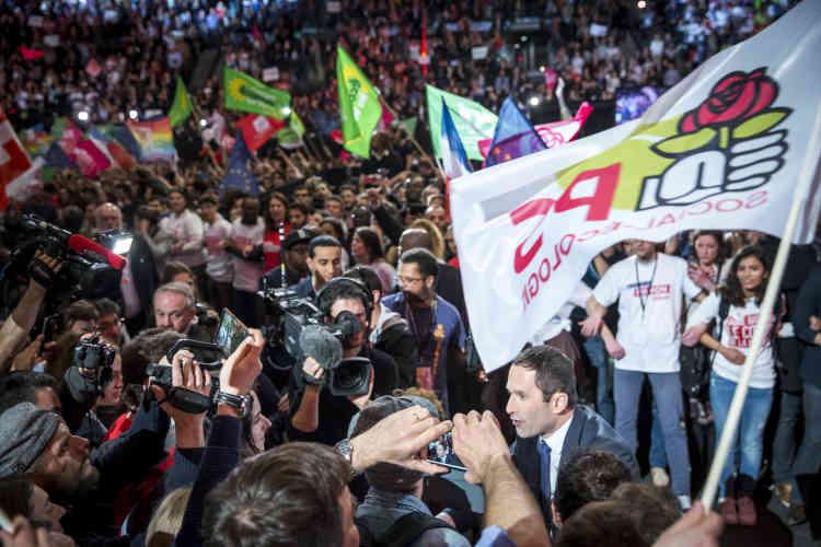 Le candidat du « futur désirable » s'est fait le chantre d'une « nouvelle démocratie sociale et écologique », à l'image du Conseil national de la Résistance, qui promettait « les jours heureux » au sortir de la seconde guerre mondiale.