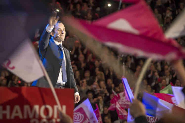 Lâché par une partie de son camp, dont le candidat malheureux à la primaire du PS Manuel Valls, loin des favoris dans les sondages d'opinion, Benoît Hamon a reconnu affronter « des vents contraires » depuis le début de la campagne.