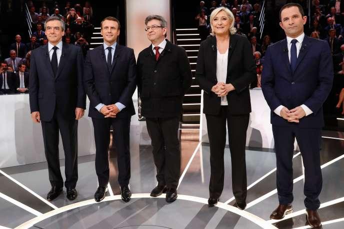 François Fillon, Emmanuel Macron, Jean-Luc Mélenchon, Marine Le Pen et Benoît Hamon sur le plateau du débat télévisé du lundi 20 mars.