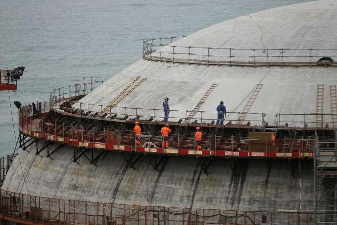 Des ouvriers sur le chantier de l'EPR de Flamanville, dans la Manche, en mars 2016.