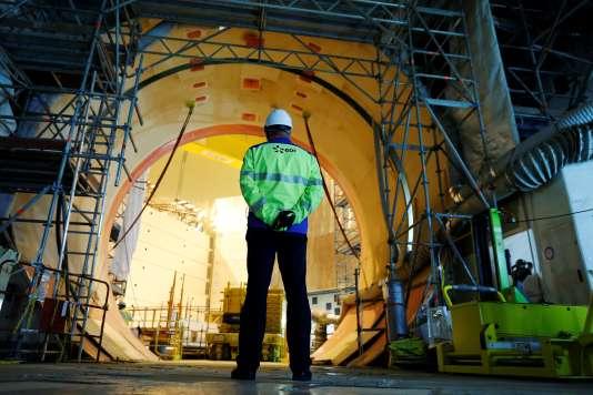 Un employé sur le chantier duréacteur pressurisé européen (EPR) àFlamanville (Manche), le 16 novembre 2016.