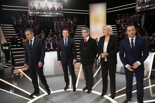 François Fillon, Emmanuel Macron, Jean-Luc Mélenchon, Marine Le Pen et Benoît Hamon, lors du débat sur le plateau de TF1, lundi 20 mars.