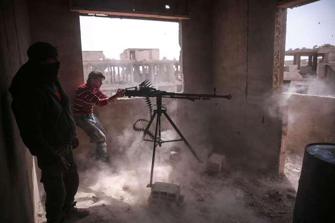 Un combattant appartenant à la coalition de brigades Faylaq Al-Rahman, dans le quartier de Jobar, à Damas, le 19mars.