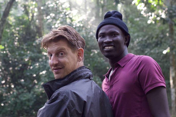 Le réalisateur Jonathan Littell avecGeoffrey sur le tournage du documentaire «Wrong Elements» en Ouganda à l'été 2015.