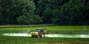 Epandage de pesticides à Bailleul, en 2015.