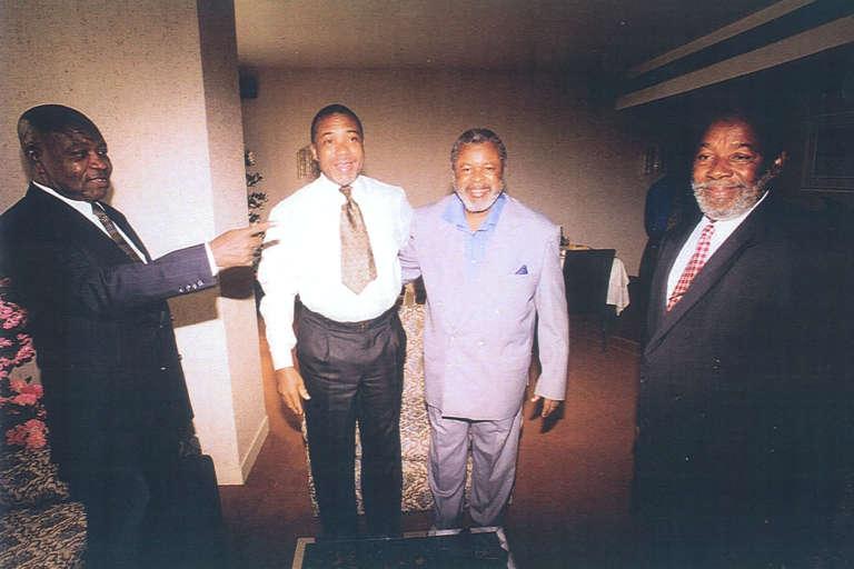 Ambakai Jangaba, Charles Taylor, Foday Sankoh (leader du RUF), et Keikurah Kpoto, lors d'une réunion en 1999 à Lomé (Togo).