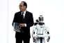 «Il semblerait que, bien qu'encore compétitifs, nous ne soyons plus attractifs» (Photo:François Hollande aux côtés d'un robot, à la Cité des Sciences à Paris, le 21 mars).