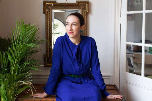 Fanny Auger, dans son appartement à Paris, en mars 2017.