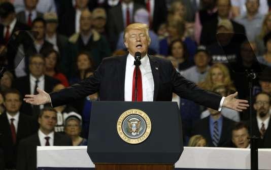 Donald Trump en meeting à Louisville, dans le Kentucky, le 20 mars. Le président venait défendre ses projets de modification du système de couverture santé américain.