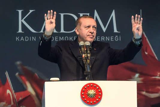 Le président turc Recep Tayyip Erdogan lors d'un meeting politique pro-gouvernement, le 5 mars 2017, à Istanbul (Turquie).
