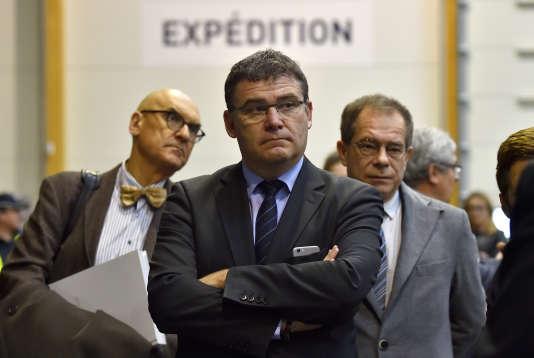 Christophe Sirugue , le secrétaire d'Etat à l'industrie, visite la plate-forme logistique du groupe IDEA, le 20 mars.
