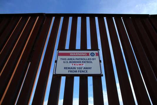 Le mur est au centre d'une crise diplomatique entre Mexico et Washington et suscite de vives critiques à travers le monde.