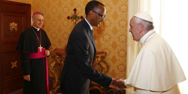 Le président rwandais Paul Kagamé et le pape François au Vatican, le 20 mars 2017.