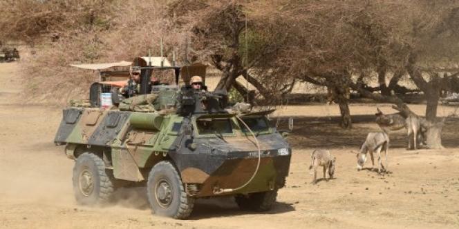 Des soldats français de l'opération « Barkhane» patrouillent dans le nord du Mali, en mars 2016.