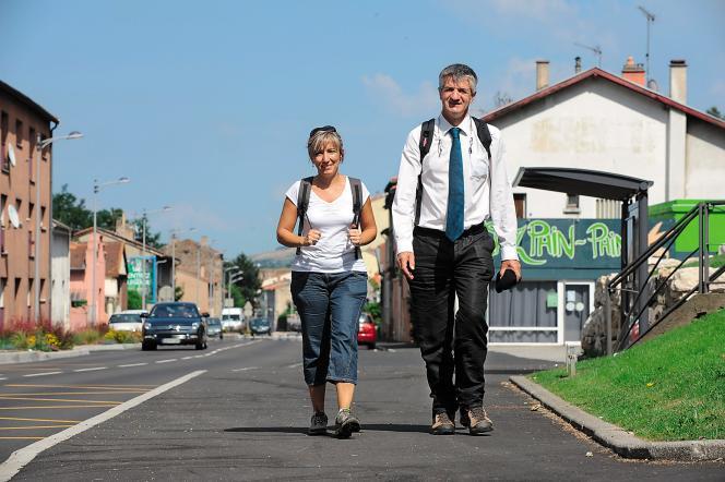 Lors de son tour de France, Jean Lassalle accompagné de Christine Espert, secrétaire générale adjointe du MoDem.