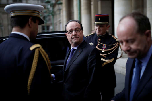 François Hollande, à la sortie du Conseil d'Etat, mercredi 22 mars.