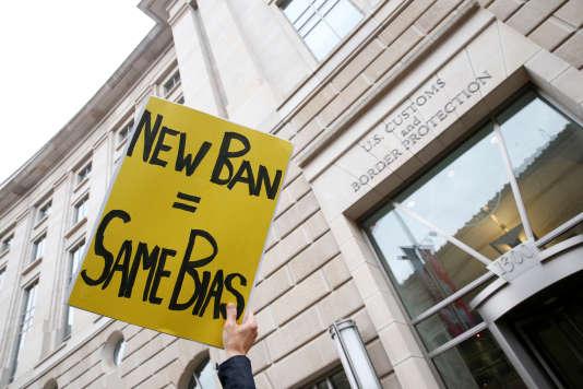 Une pancarte lors d'une manifestation contre la seconde proposition de décret anti-immigration de Donald Trump, en mars dernier.