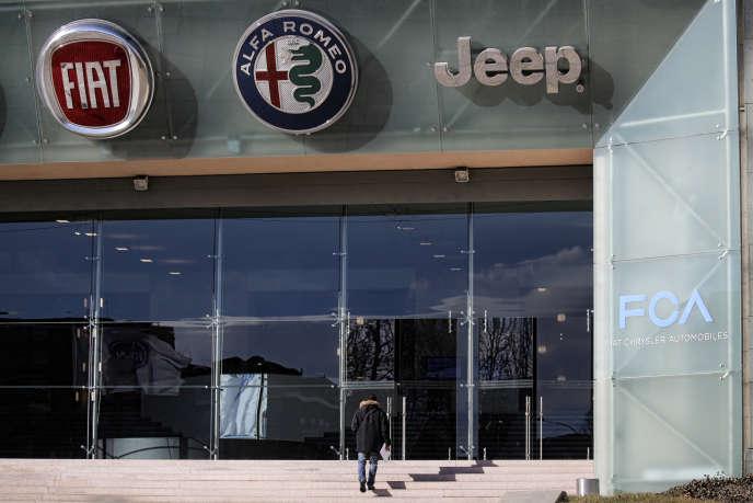 Entrée de Fiat Chrysler Automobiles (FCA) à l'usine Fiat Mirafiori à Turin, le 13 janvier 2017.