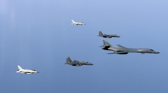 Les Etats-Unis et la Corée du Sud organisent depuis le début du mois de mars et jusqu'à la fin avril un exercice militaire annuel baptisé « Foal Eagle », impliquant un porte-avions, l'USS-Carl-Vinson