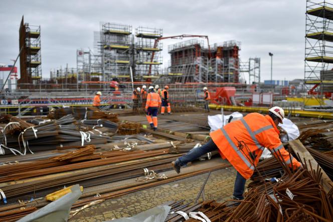 Le chantier de construction d'une plate-forme offshore d'éolienne, le 10 janvier, à Saint-Nazaire.