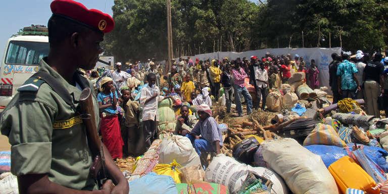 Des réfugiés nigérians et d'Afrique central dans le camp de Garoua, géré par le Haut-Commissariat pour les réfugiés des Nations unies (HCR) en mars 2014.