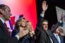 « Le candidat des Républicains reprend désormais les thèmes fondamentaux du populisme de droite : la xénophobie, l'appel au peuple contre les « élites » et la défense des valeurs réactionnaires (Photo : François Fillon lors d'une réunionpublique à Courbevoie (Hauts-de-Seine), mardi 21 mars. A la fin de son discours, il salue la foule après avoir chanté « la Marseillaise»).