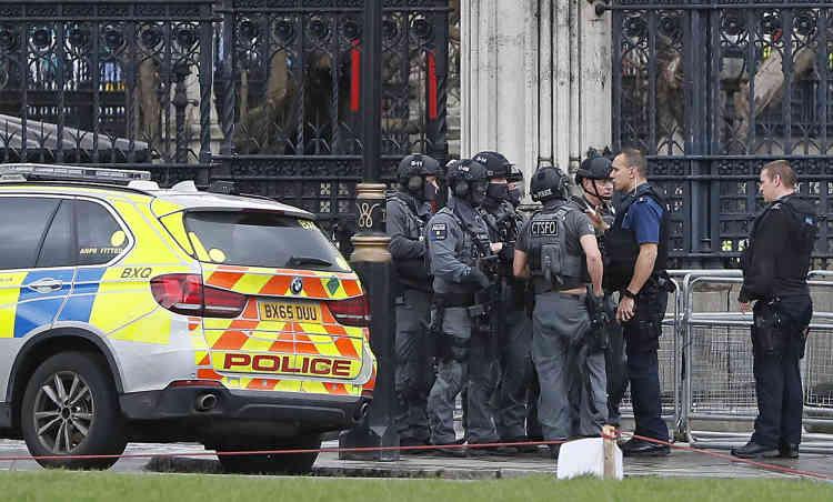 Les forces spéciales à l'entrée de Westminster.