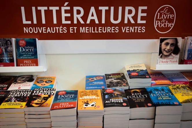 «41 % des auteurs « professionnels » (environ 8000 personnes) gagnent moins que le smic» (Photo : le 23 mars 2017 à l'ouverture du Salon international du livre, porte de Versailles à Paris).