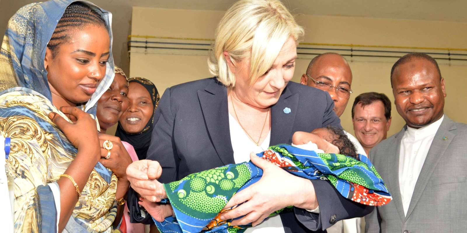 Marine le Pen au Tchad le mercredi 22 mars. Visite d'un hôpital pour enfants à N'Djamena.