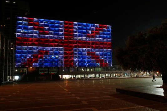 L'hôtel de ville de Tel-Aviv a été illuminé aux couleurs du drapeau du Royaume-Uni en hommage aux victimes de l'attaque du 22 mars.