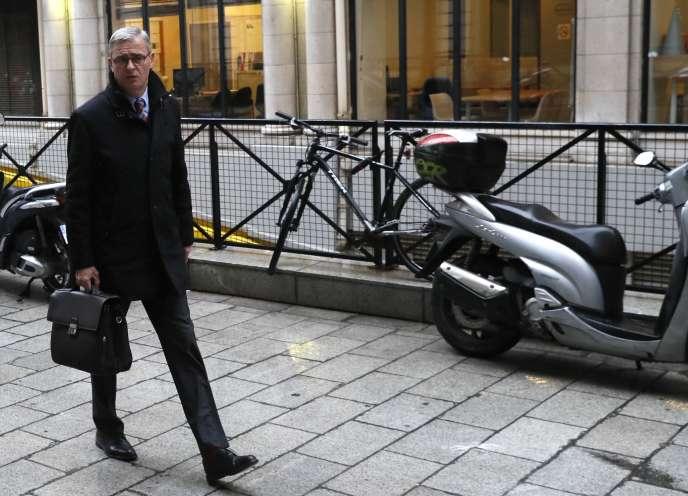Marc Joulaud, 49 ans, avait remplacé en juillet 2002 M. Fillon, alors appelé au gouvernement, en tant que député de la Sarthe.