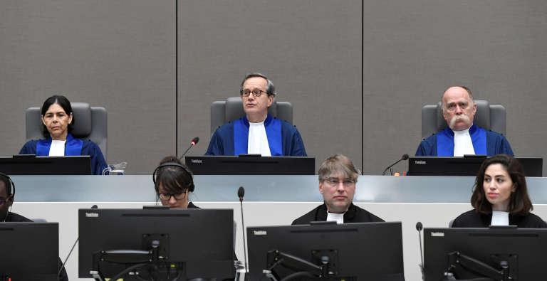 Les juges Marc Perrin de Brichambaut, Olga Herrera-Carbuccia et Peter Kovacs à La Haye le 24 mars 2017. REUTERS/Toussaint Kluiters