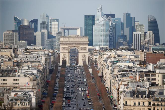 «Pour décongestionner le trafic en centre-ville, Pickup, filiale du Groupe La Poste, et SNCF Gares & Connexions ont mis en place un partenariat basé sur l'implantation de consignes de retrait de colis en centre-ville».