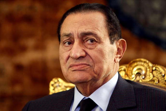 Visé par une enquête pour gain illicite, M. Moubarak ne pourra pas se rendre à l'étranger.
