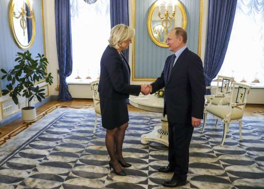 Vladimir Poutine et Marine Le Pen, au Kremlin à Moscou, le 24 mars.