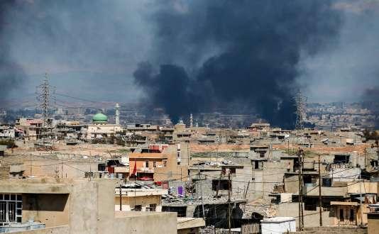 Le 24 mars, vue d'un quartier ouest de Mossoul en Irak.