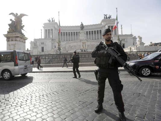 Les forces de sécurité italiennes sont sur les dents à Rome, le 24 mars, avant le sommet européen.