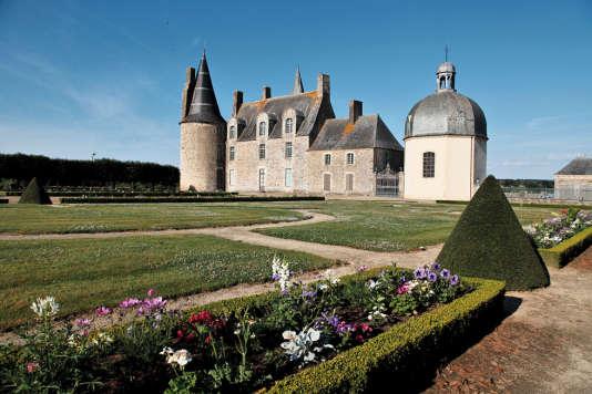 C'est de ce manoir de style gothique que partirent certaines des fameuses lettres signées de la marquise.