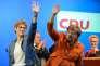 La ministre-présidente de la Sarre, Annegret Kramp-Karrenbauer, candidate à sa réélection dimanche, a reçu le soutien de la chancelière, Angela Merkel, lors d'un meeting à Saint-Wendel, jeudi 23 mars.