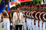 Le président philippin, Rodrigo Duterte, passe en revue les diplômés de l'école de police, à Silang, au sud de Manille, le 24mars.