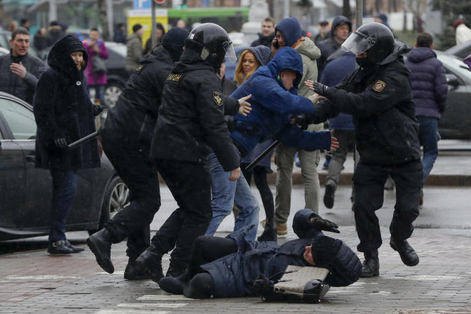 Dans les rues de Minsk, le 25 mars.