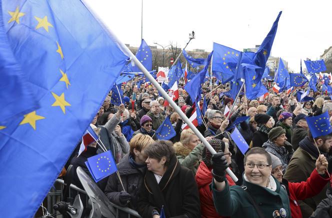 Manifestation proeuropéenne en Pologne pour les 60 ans du traité de Rome, samedi25mars2017.