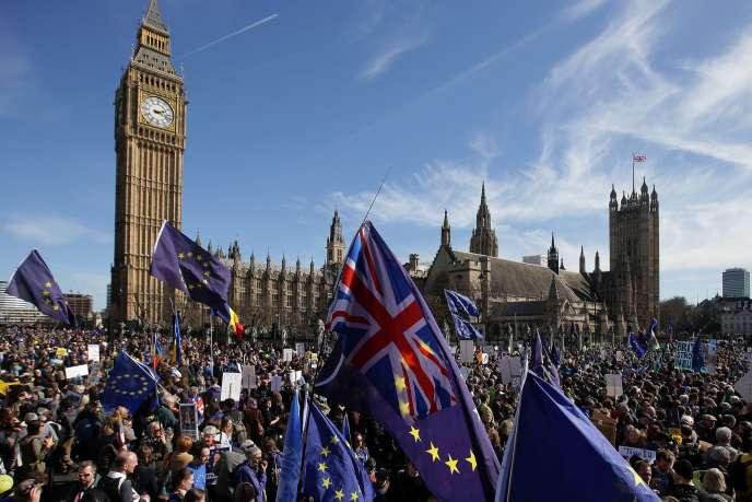 Une manifestation pro-Union européenne a été organisée, samedi 25 mars, à Londres.