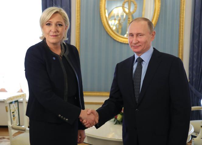 Marine Le Pen, candidate FN à la présidentielle, reçue par le président russe Vladimir Poutine, au Kremlin, à Moscou, le 24 mars.