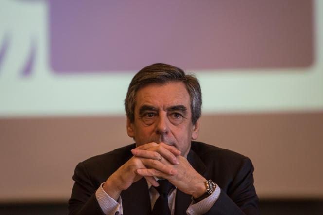 Le 24 mars, François Fillon est à Anglet pour une table ronde sur l'industrie du tourisme en présence du maire Claude Olive.